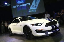 live-ford-reveals-gt350-person-los-angeles11