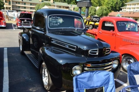 cruisin-the-strip-ford-style-in-pigeon-forge-0213